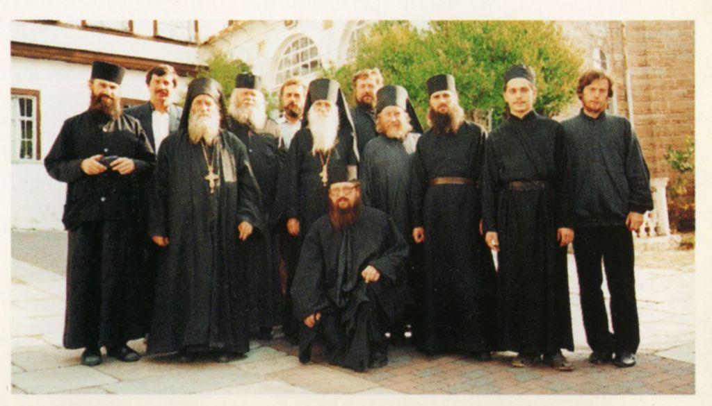 ПАЛОМНИКИ С БРАТИЕЙ О ГАВРИИЛ ТРЕТИЙ СЛЕВА