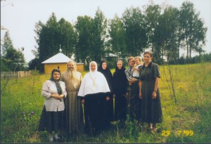 В МАКАРЬЕВО-ПИСЕМСКОМ МОНАСТЫРЕ. 1999 г.