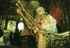ВИФЛЕЕМ. СВЯТЕЙШИЙ ПАТРИАРХ АЛЕКСИЙ II СОВЕРШАЕТ БОЖЕСТВЕННУЮ ЛИТУРГИЮ В БАЗИЛИКЕ РОЖДЕСТВА ХРИСТОВА