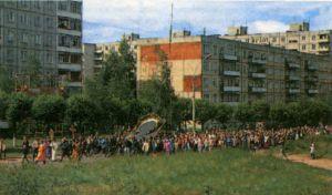 РОМАНОВ-БОРИСОГЛЕБСК. КРЕСТНЫЙ ХОД С ИКОНОЙ СПАСИТЕЛЯ ВОКРУГЬ ГОРОДА. 1999 г.
