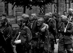 ПЕРВЫЕ НЕМЕЦКИЕ ПЛЕННЫЕ НА УЛИЦЕ ЧАЙКОВСКОГО В ЛЕНИНГРАДЕ. СЕНТЯБРЬ 1941 г.