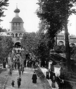 КРЕСТНЫЙ ХОД В УСПЕНСКОМ МОНАСТЫРЕ. 14 СЕНТЯБРЯ 1907 г.