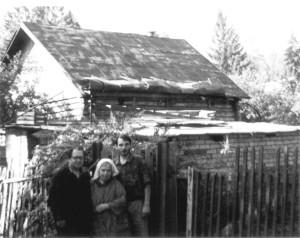 У СТАРОГО ДОМА. СХОДНЯ. 1998 г.