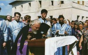 ВЛАДЫКА ПРОКЛ СОВЕРШАЕТ ПЕРВУЮ БОЖЕСТВЕННУЮ ЛИТУРГИЮ В ЖАДОВСКОЙ ОБИТЕЛИ. 21 ИЮЛЯ 1997 г.