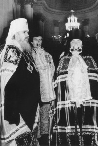 ВРУЧЕНИЕ ЕПИСКОПУ ПРОКЛУ АРХИЕРЕЙСКОГО ЖЕЗЛА. 1987 г.