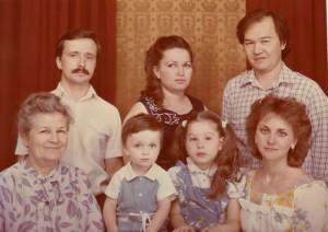 АЛЕКСАНДРА НИКОЛАЕВНА МОРОЗОВА (ТАТОСОВА) СО СВОИМИ УЧЕНИКАМИ. САМАРКАНД. 1980-е гг.