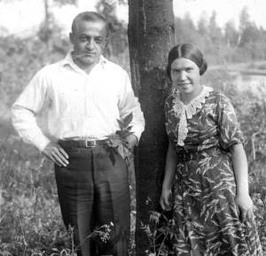 МАРИЯ И АРШАК. СТУДЕНЧЕСКИЕ ГОДЫ. ПТИЦЕГРАД. ФОТО 1930-х гг.