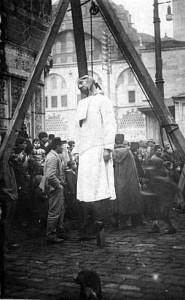 ГЕНОЦИД. ПОВЕШЕННЫЙ АРМЯНИН НА УЛИЦЕ КОНСТАНТИНОПОЛЯ. 1915 г.