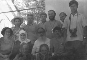 АРХИМАНДРИТ СЕРАФИМ (СУТОРИХИН) С ПРИХОЖАНАМИ ГЕОРГИЕВСКОГО ХРАМА В САМАРКАНДЕ