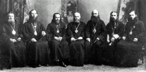 СЛЕВА НАПРАВО - ЕПИСКОПЫ СТЕФАН (АНДРИАШЕНКО), БОРИС (ШИПУЛИН), ПАВЕЛ (КРАТИРОВ), КОНСТАНТИН (ДЬЯКОВ), ДАМАСКИН (ЦЕДРИК), ОНУФРИЙ (ГАГАЛЮК), АНТОНИЙ (ПАНКЕЕВ)