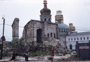 РАЗВАЛИНЫ УСПЕНСКОГО СОБОРА В КИЕВО-ПЕЧЕРСКОЙ ЛАВРЕ, 1959 г.