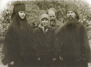 МОНАХ РУФ (СПРАВА) В КИЕВО-ПЕЧЕРСКОЙ ЛАВРЕ