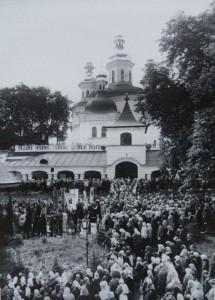 БОГОСЛУЖЕНИЕ В ДАЛЬНИХ ПЕЩЕРАХ. 1988 г.