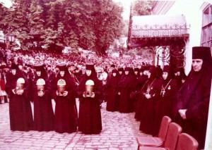 ПЕРВОЕ БОГОСЛУЖЕНИЕ В КИЕВО-ПЕЧЕРСКОЙ ЛАВРЕ ПОСЛЕ ОТКРЫТИЯ. 1988 г.