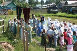 ЗАКЛАДКА ФУНДАМЕНТА ХРАМА В ПОКРОВКЕ. 2011 г.