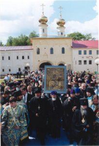 ВОЗВРАЩЕНИЕ ТИХВИНСКОЙ ЧУДОТВОРНОЙ ИКОНЫ В УСПЕНСКИЙ МОНАСТЫРЬ. 8 ИЮЛЯ 2004 г.