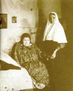БЛАЖЕННАЯ МАРИЯ ИВАНОВНА С КЕЛЕЙНИЦЕЙ. 1910--е гг.