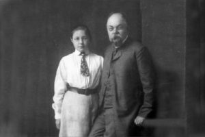 МАРИНА ЦВЕТАЕВА С ОТЦОМ. 1906 г.