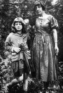 МАРИНА ЦВЕТАЕВА С АРИАДНОЙ. 1924г.