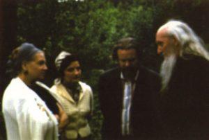 СТАРЕЦ САМПСОН (СИВЕРС), В. П. ЛАРИЧЕВ С СУПРУГОЙ МАРГАРИТОЙ И Е. СЕЛИВЕРСКОВОЙ. МАЛАХОВКА. ЛЕТО 1978 г.