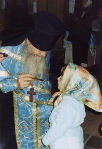 ПРИЧАЩАЕТ ИГУМЕН ВАЛЕРИЙ (ЛАРИЧЕВ) ) . 2003 г.