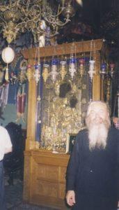 АФОН. ОТЕЦ ВАЛЕРИЙ У ИВЕРСКОЙ ИКОНЫ БОЖИЕЙ МАТЕРИ В ИВЕРСКОМ МОНАСТЫРЕ. СЕНТЯБРЬ 1999 г.