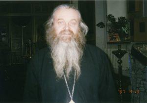 ОТЕЦ ВАЛЕРИЙ В ХРАМЕ. 1997 г