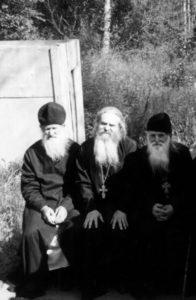 В МАКИРИЕВО-ПИСЕМСКОМ МОНАСТЫРЕ. 1990-е гг.
