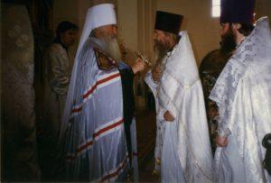 ОТЕЦ ВАЛЕРИЙ НА АРХИЕРЕЙСКОЙ СЛУЖБЕ В ДОМОДЕДОВСКОМ ХРАМЕ. 20 НОЯБРЯ 1997 г.