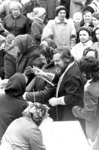 ПЕРВАЯ ПАСХА ПОСЛЕ ВОЗВРАЩЕНИЯ ХРАМА ВЕРУЮЩИМ. 15 АПРЕЛЯ 1990 г.